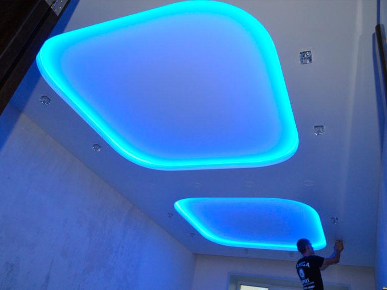 красивых натяжные потолки с диодной подсветкой фото плюс